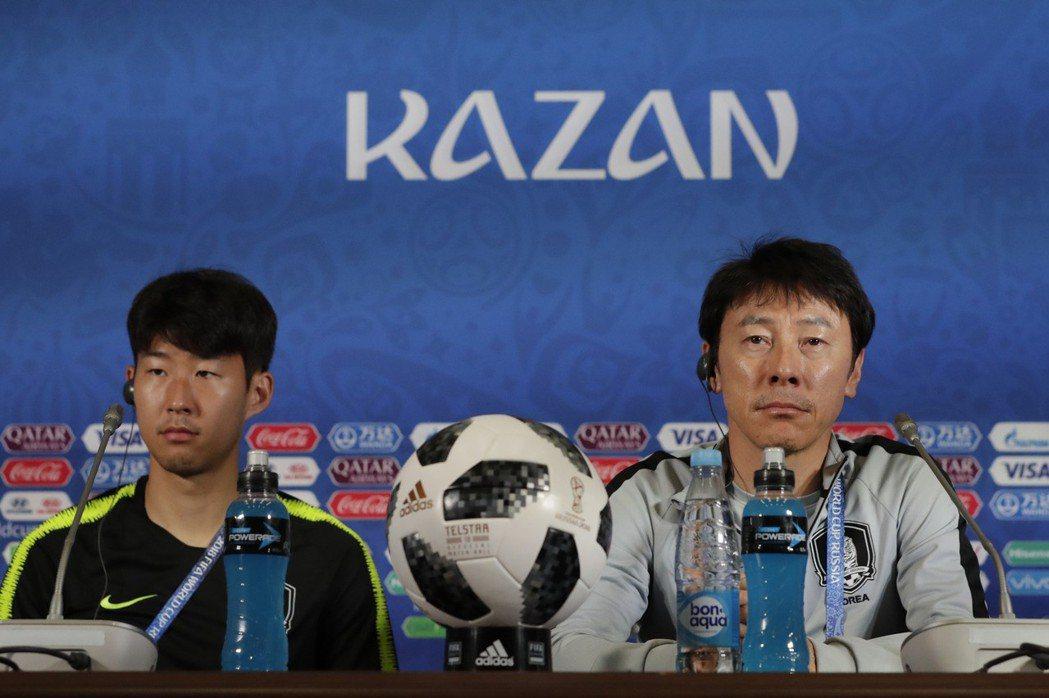 南韓總教練申台龍(右)坦言,想要擊敗德國難度超高。 美聯社