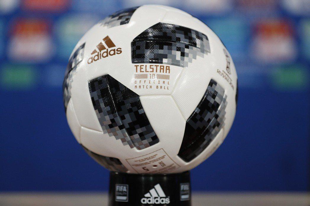 俄羅斯世足賽16強陸續出爐,FIFA也公布單淘汰賽的全新用球。 歐新社