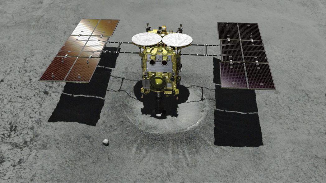 電腦製作的畫面顯示,「隼鳥2號」降落在坑口上,並正以一個管狀工具採集樣本。(美聯...