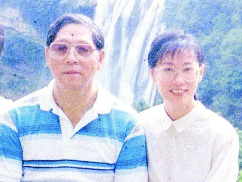 姚嘉珍(右)被中共以間諜罪逮捕,入獄19年終於獲釋。圖為姚與老情報員張志鵬(左)...