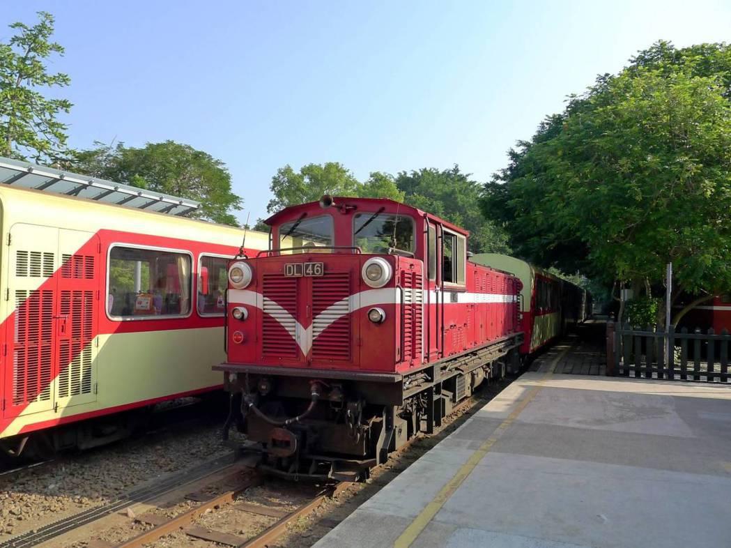 阿里山森鐵復駛 吸引國內外遊客搭乘