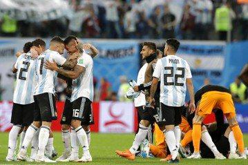 這一票人,是誰救了阿根廷?