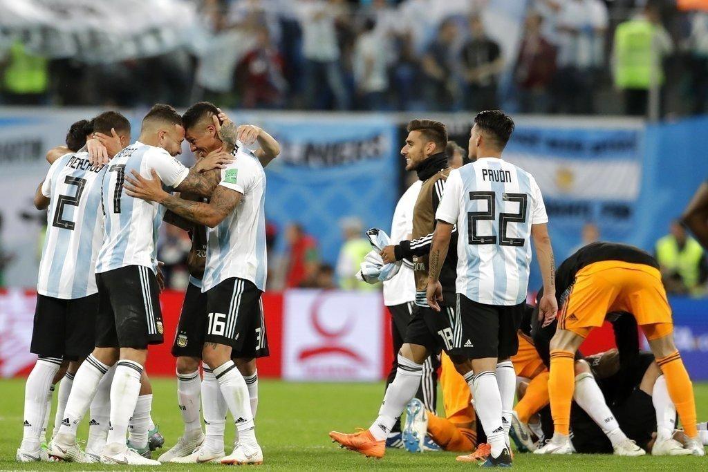 阿根廷在手球爭議中勝出,這一勝到底是誰救了他們呢? 美聯社