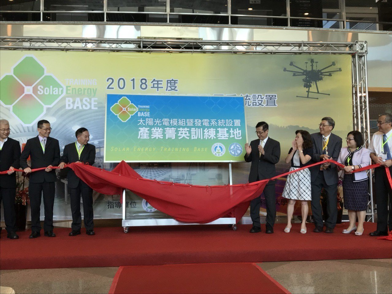 臺灣第一座太陽光電菁英訓練示範基地,27日於健行科大揭牌啟動。 健行科大/提供。