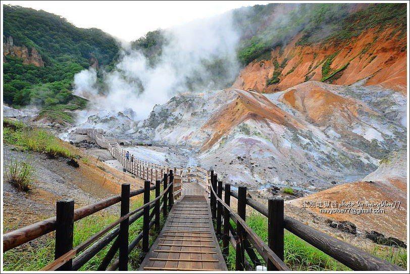 ↑地獄谷鐵泉池木棧道,可以最快下地獄在最近的距離面對地獄谷,這一段步道的景觀也激...