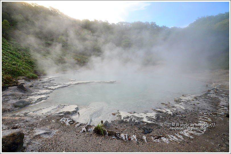 ↑11大湯沼遊步道的終點是奧之湯,是一座小而水溫高的溫泉池。