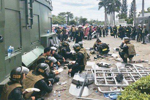2018年6月初,成千上萬的越南民眾走上街頭抗議,原因在於越南政府通過了幾項爭議...