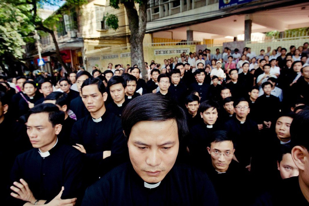 儘管越共也會騷擾天主教,例如沒收教產土地、或出現不明人士毆打教徒,但比起中共的手...
