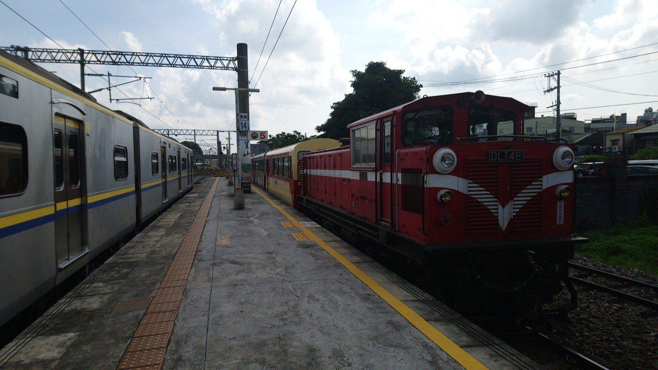 阿里山火車停駛3個多月後,今天復駛,早上9點從嘉義車站開出第一班列車。記者謝恩得...