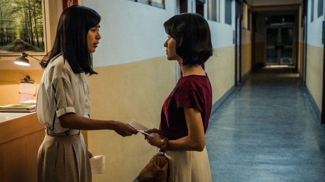 温貞菱(左)劇中幫朋友出頭。圖/公視提供