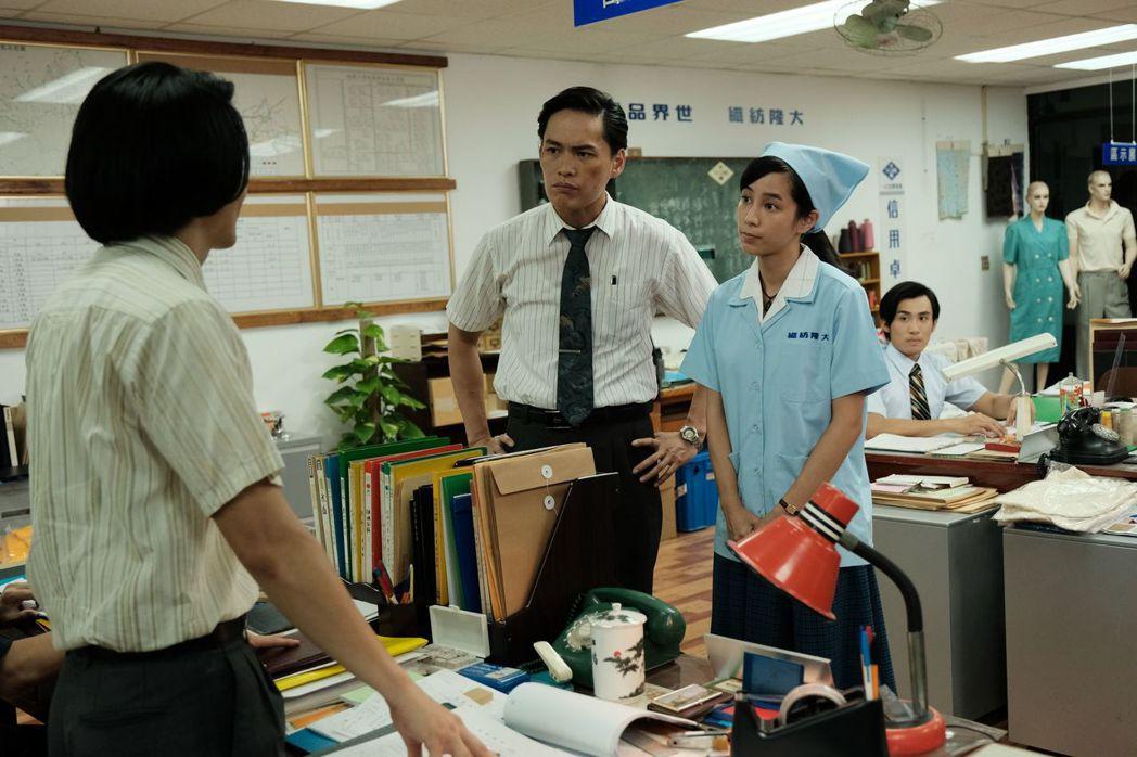 温貞菱(右)戲裡戲外都「正義魔人」上身。圖/公視提供