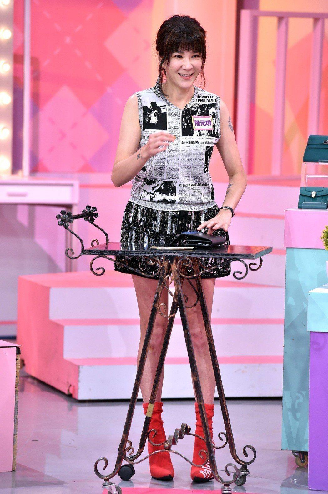 陸元琪家中忙完後立刻趕錄藍心湄的「女人我最大」。圖/TVBS提供