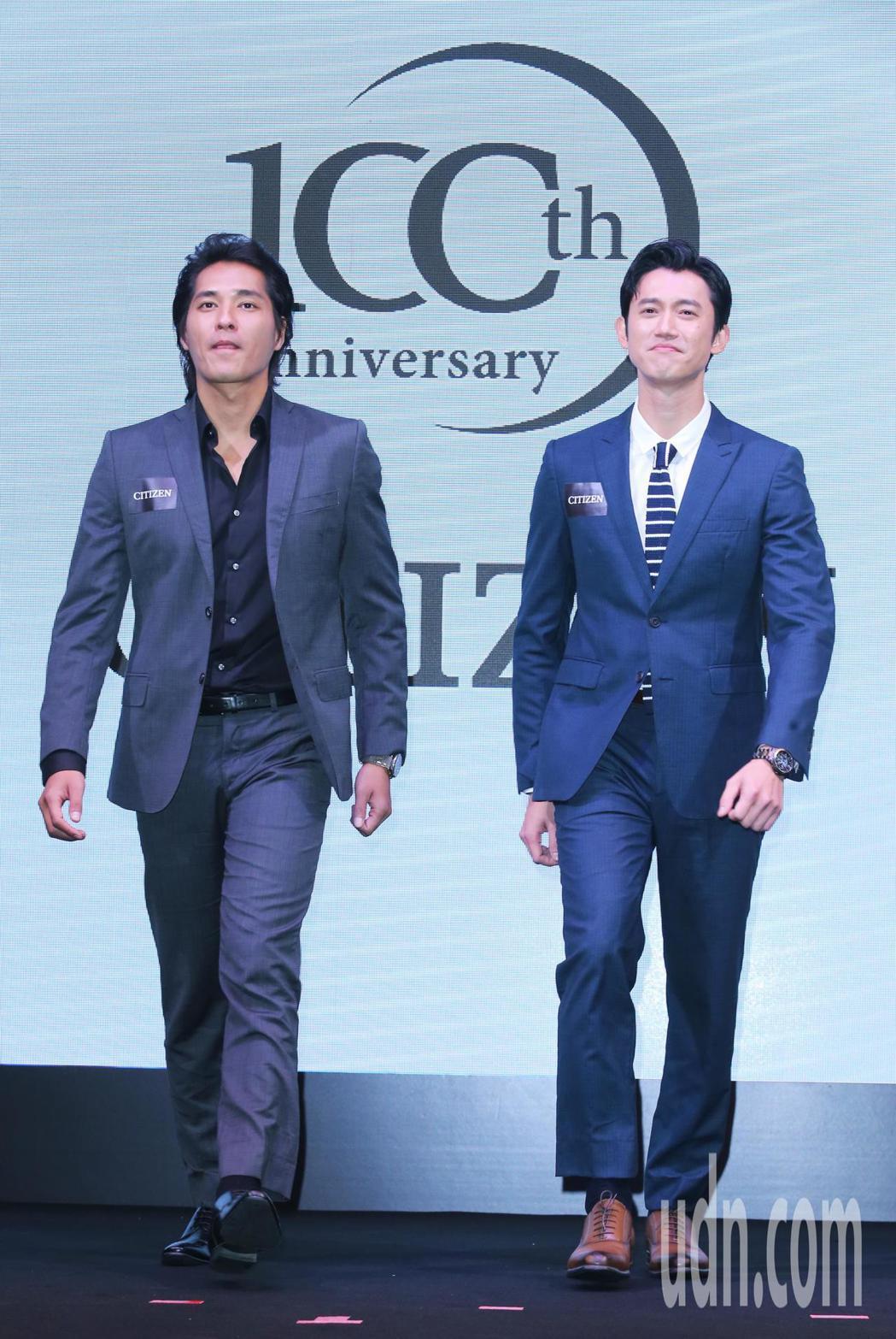 兩大金鐘影帝藍正龍(左)及吳慷仁(右)首度合作在廣告中飆戲。記者徐兆玄/攝影