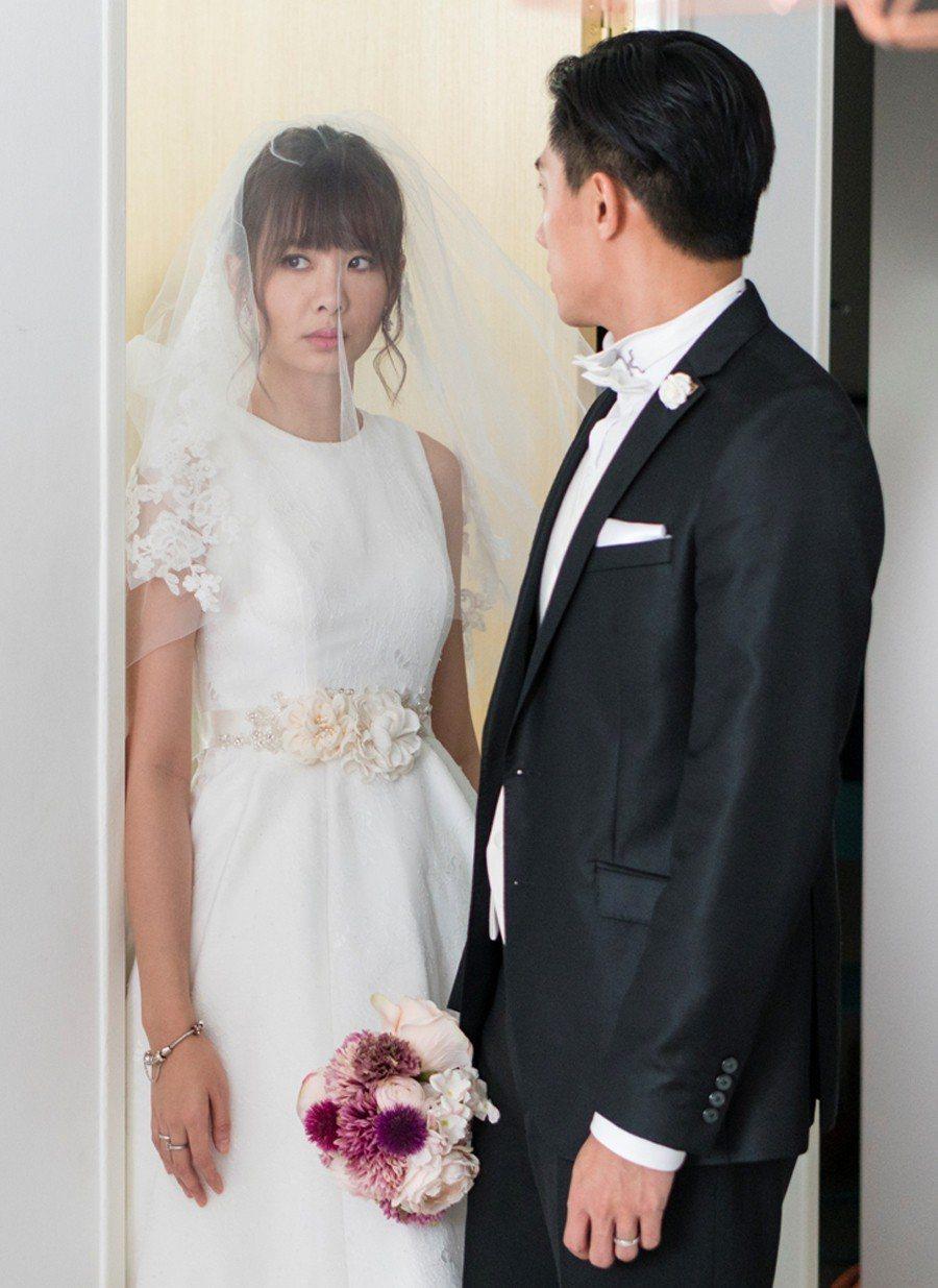 安心亞演愛情電影「簡單的婚禮」披婚紗。圖/華映提供