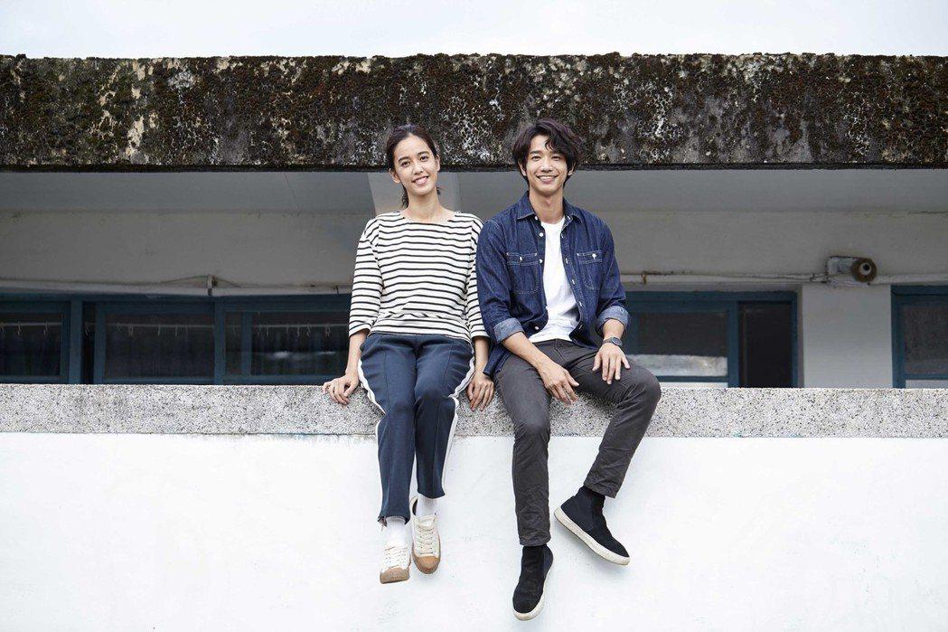 陳庭妮(左)與劉以豪到花蓮拍攝「種菜女神」,都曬黑了一圈。圖/歐銻銻娛樂提供