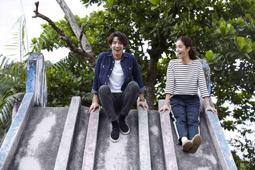 陳庭妮(右)與劉以豪為「種菜女神」到花蓮山興國小取景。圖/歐銻銻娛樂提供