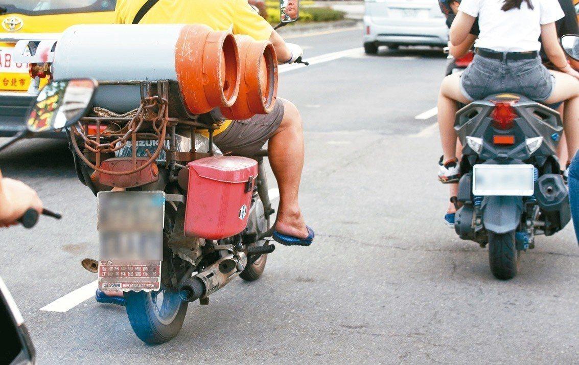 南市擬公告空品維護區、加強老舊車輛路邊攔檢等。 圖/聯合報系資料照片