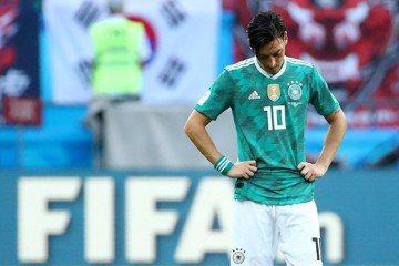德國世足淘汰成砲灰 厄齊爾與球迷當眾開吵