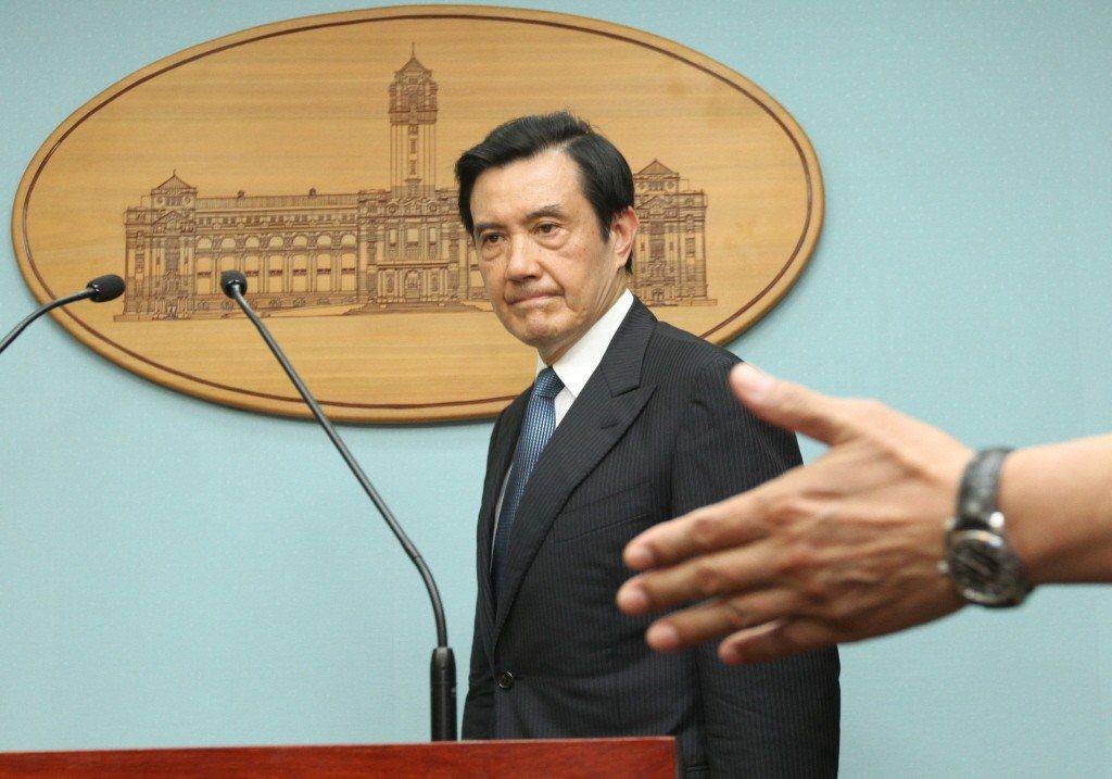 2013年9月,馬英九總統舉行記者會,針對立法院長王金平涉入司法關說案發表沉痛聲...