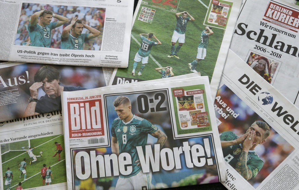 德國隊輸給南韓隊在世足賽遭淘汰,德國各家報紙28日都在頭版報導,舉國哀傷。 (美...