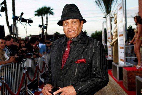 家庭成員證實,流行音樂天王麥可傑克森(Michael Jackson)的父親喬傑克森(Joe Jackson)辭世,享壽89歲。喬傑克森曾一手創建「傑克森5人組」(Jackson 5)家族樂團。娛樂...
