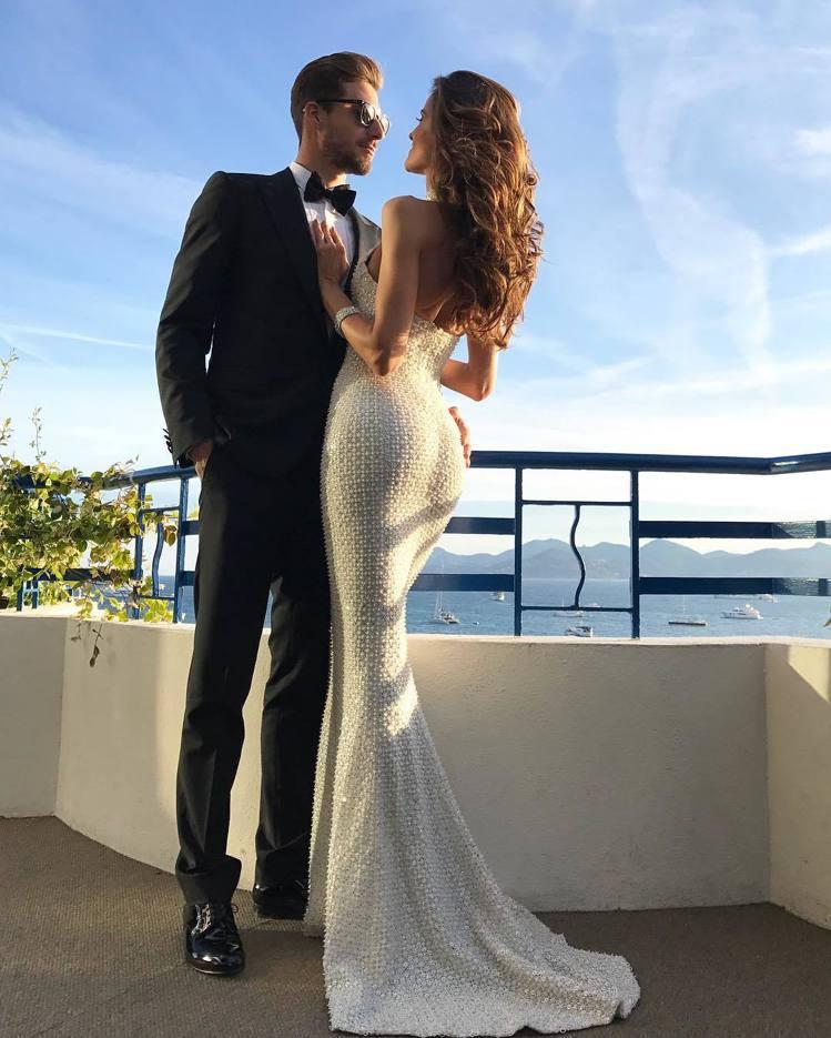 德國門將Kevin Trapp和女友、巴西超模Izabel Goulart。圖/...