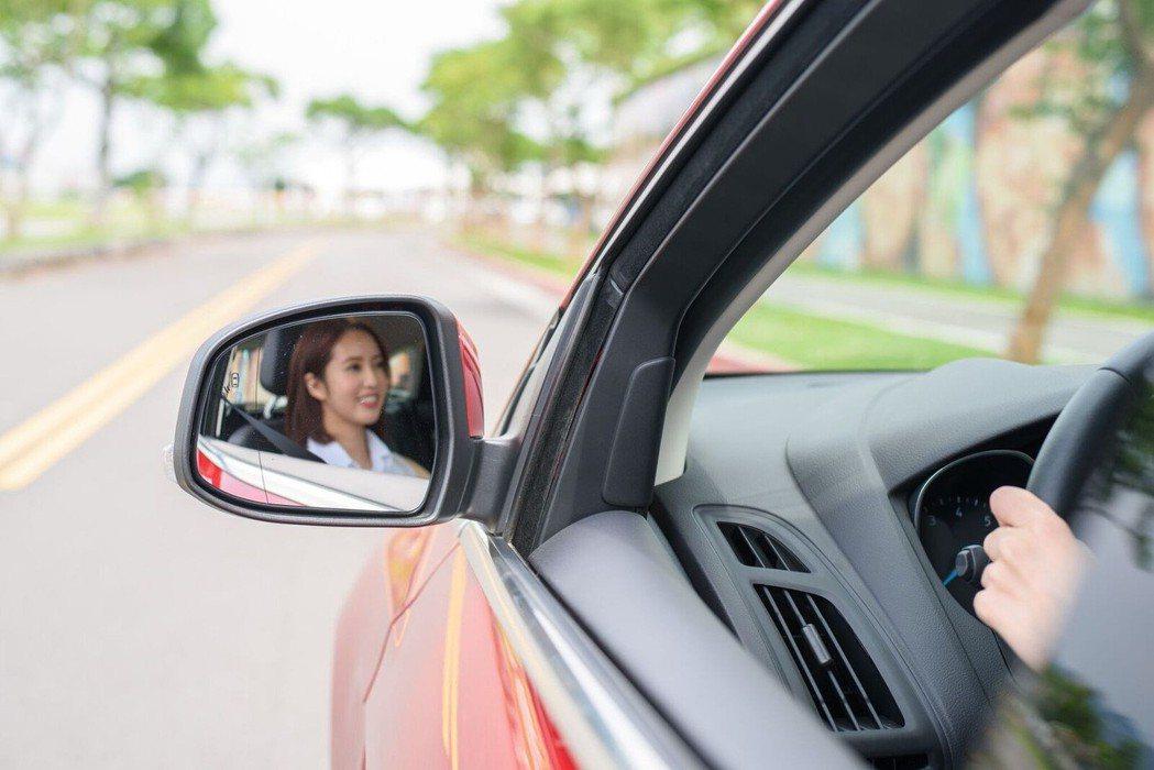 國內女性駕駛比例呈現逐年增加的趨勢,女性每星期駕駛車輛的頻率高於男性。 圖/福特...