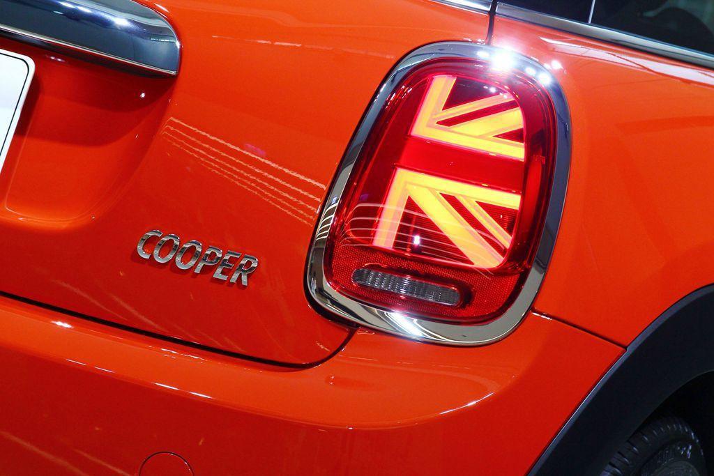 英國國旗樣式LED尾燈,是這次小改款Mini Hatch最搶眼的外觀亮點。 記者...