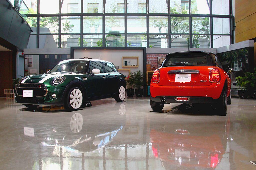 年初才在北美底特律車展發表的小改款Mini Hatch,不僅5月就運抵台灣更在6月底宣佈開賣。 記者張振群/攝影