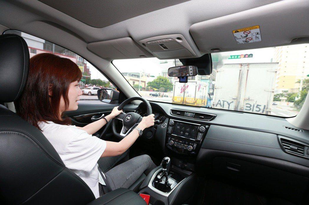 可主動調節車距功能的ICC智慧型定速控制系統,大幅降低因注意力降低而發生的追撞意外。 圖/Nissan提供