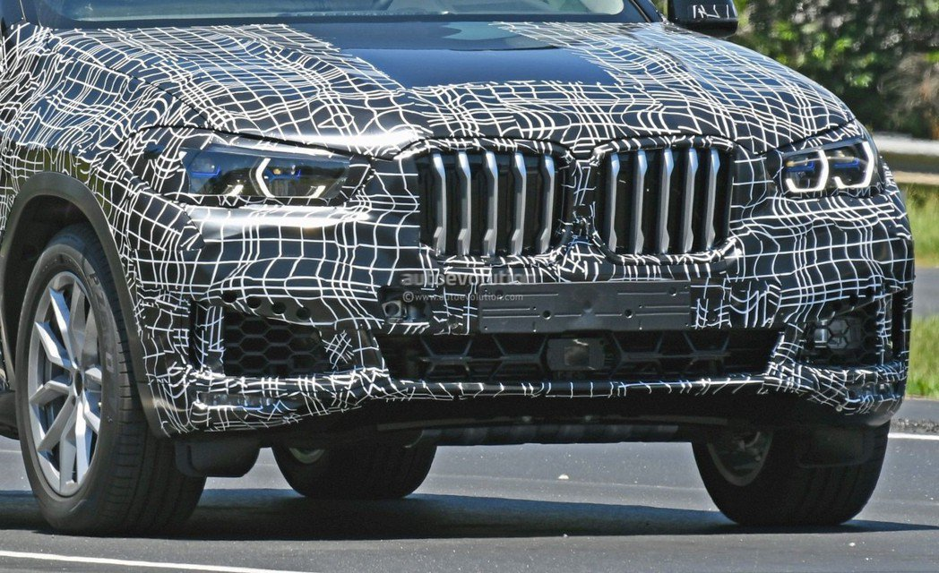 新世代BMW X6(G06)也有雷射頭燈的配置。 摘自Autoevolution