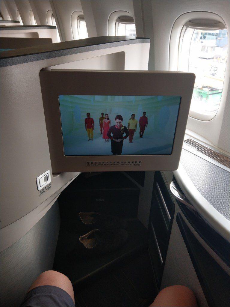 飛安演示影片,聽得懂中文+有看過其他飛安影片的話,才能大致看得懂 圖文來自於:T...