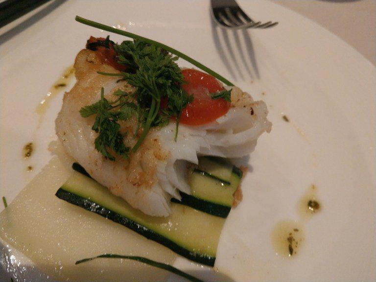 這鱸魚非常的讚,雖然調味有點淡,但是整體料理的非常好 圖文來自於:TripPlu...