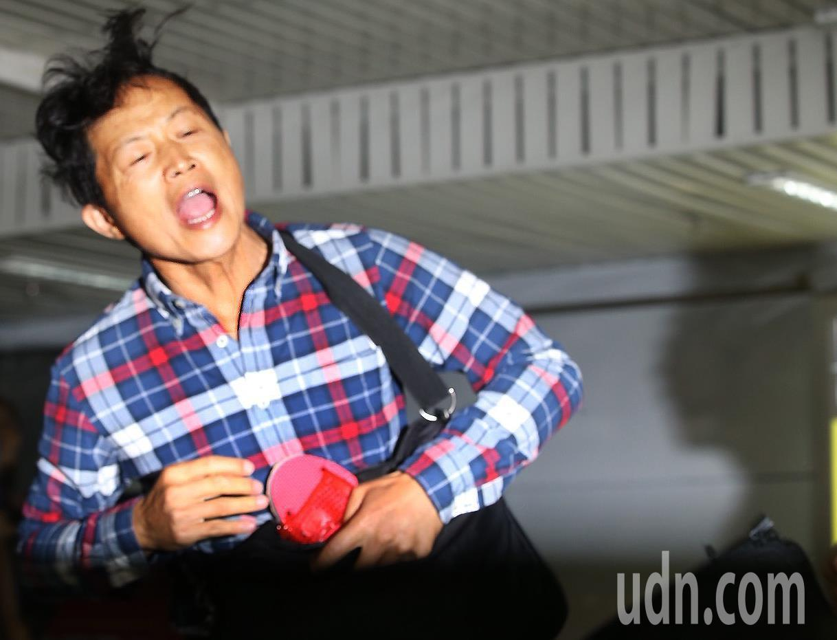 台北車站防災演習上午舉行,出席的台北市長柯文哲在接受媒體專訪時,突有抗議民眾企圖...