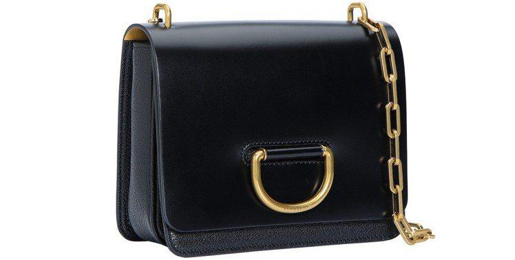 D-ring小型皮革包,售價65,000元。圖/BURBERRY提供