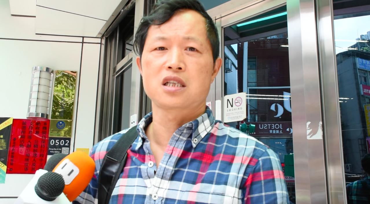 台灣國辦公室主任陳峻涵,朝柯P丟擲紅色拖鞋,他強調「丟鞋是提醒他不要亂說話!」。...