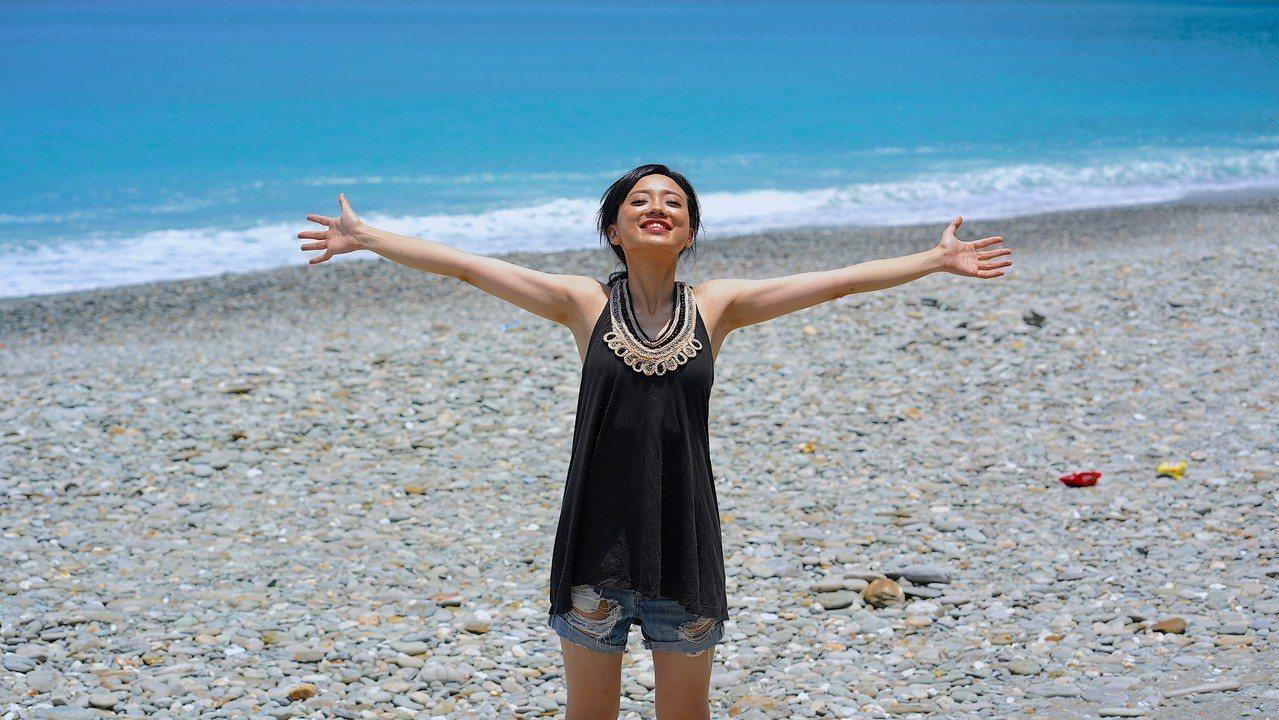有「鋼琴仙女」之稱的旅美鋼琴家黃凱盈,長期在東南亞發展中國家巡迴演出,致力將音樂...