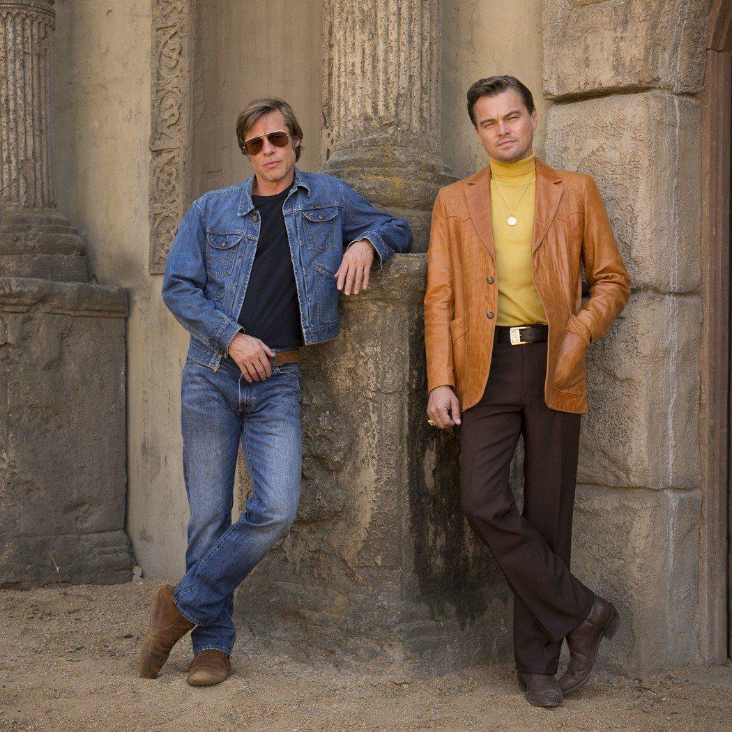 布萊德彼特與李奧納多狄卡皮歐首度合演新片「好萊塢殺人事件」,造型復古。圖/索尼提