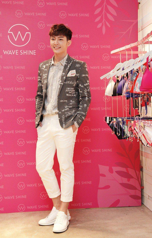 炎亞綸擔任WAVE SHINE一日店長。圖/WAVE SHINE提供