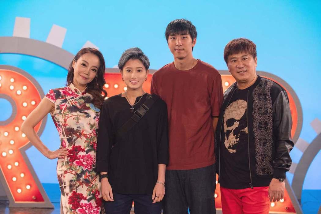 胡瓜(右起)力挺兒子胡釋安出道作,特地客串演出「20之後」。圖/公視提供