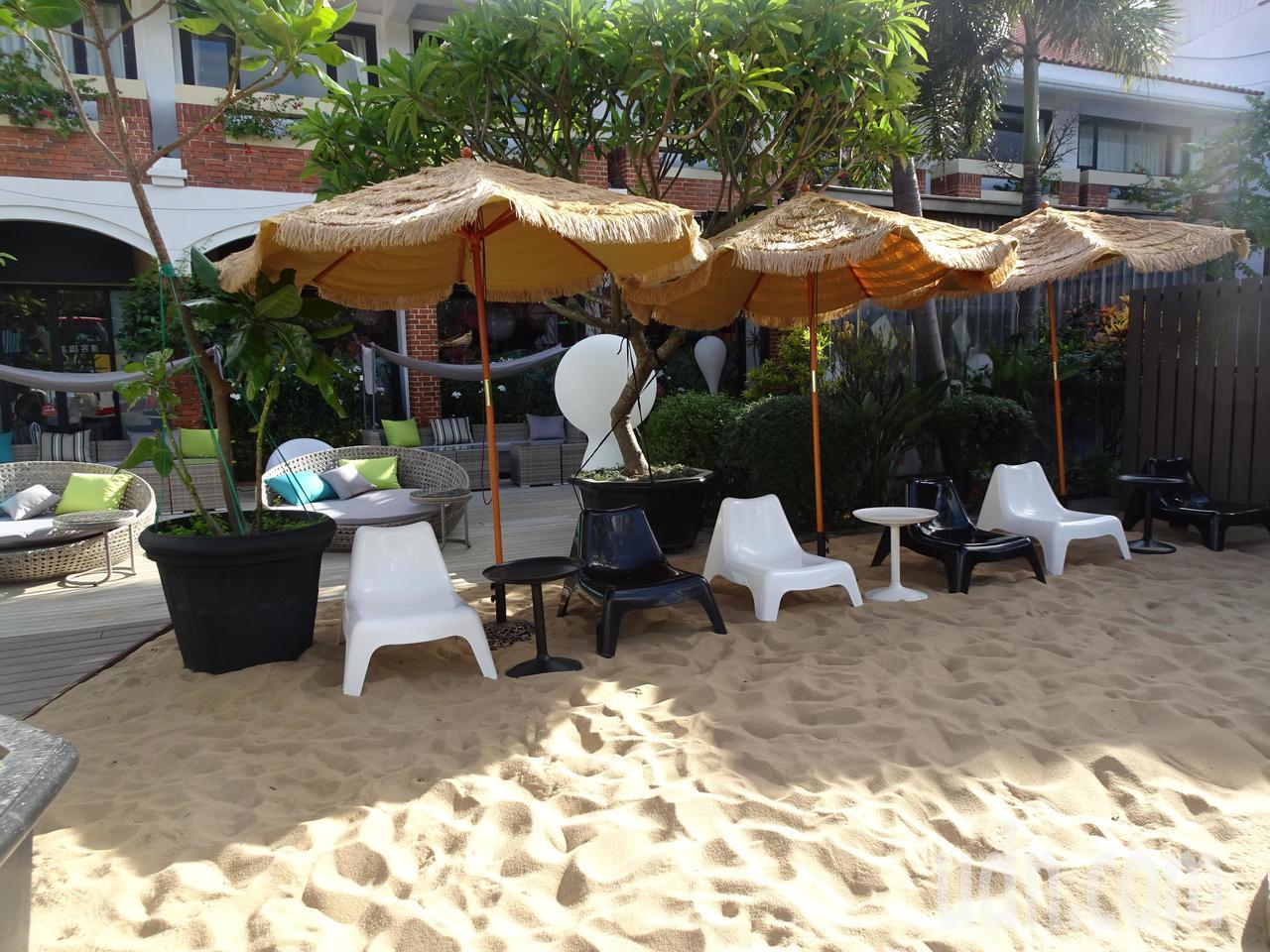 承億文旅集團插旗墾丁的「墾丁雅客小半島」分館,除將沙灘搬到旅店一角,還結合新興的...
