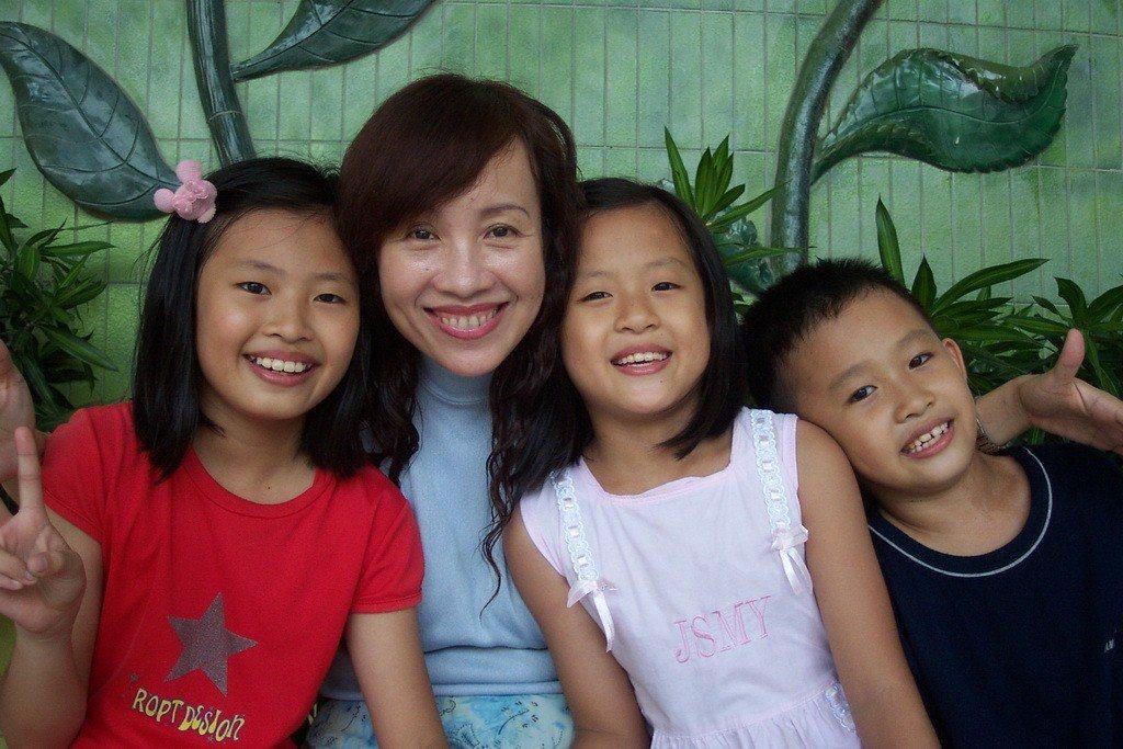 世賢國小教師郭玉玲不避諱提起單親媽身分,她說,人生最有成就,也最有效率的事,就是...