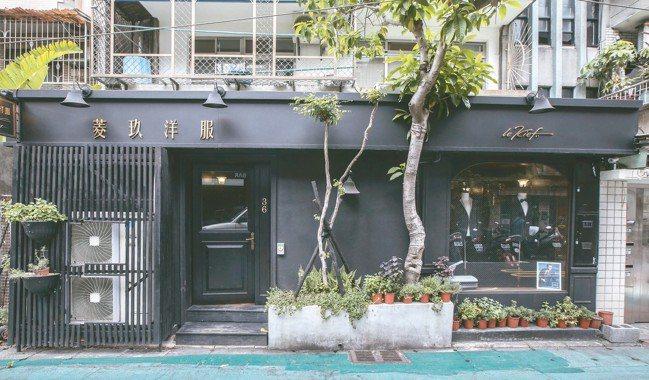 外觀是洋服訂製店,後面則隱藏著酒吧。 圖/陳立凱、蘇健忠、楊萬雲