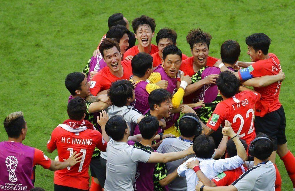 南韓用鐵血防守證明了沒有不可能,主將孫興慜更踢出轉會行情。 美聯社