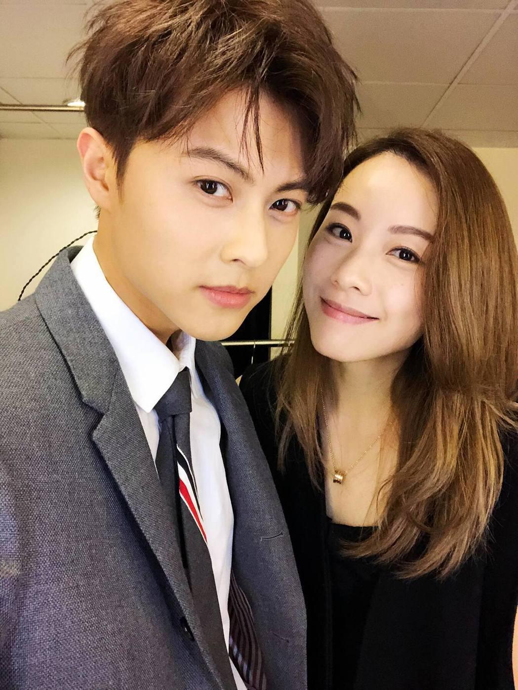 王子(左)與鄧麗欣(右)被傳談姊弟戀。 圖/擷自王子臉書