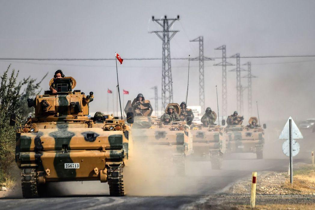 敘利亞問題尚未解決,打擊恐怖組織的行動也正在進行中,有支持厄多安的選民認為,總統...