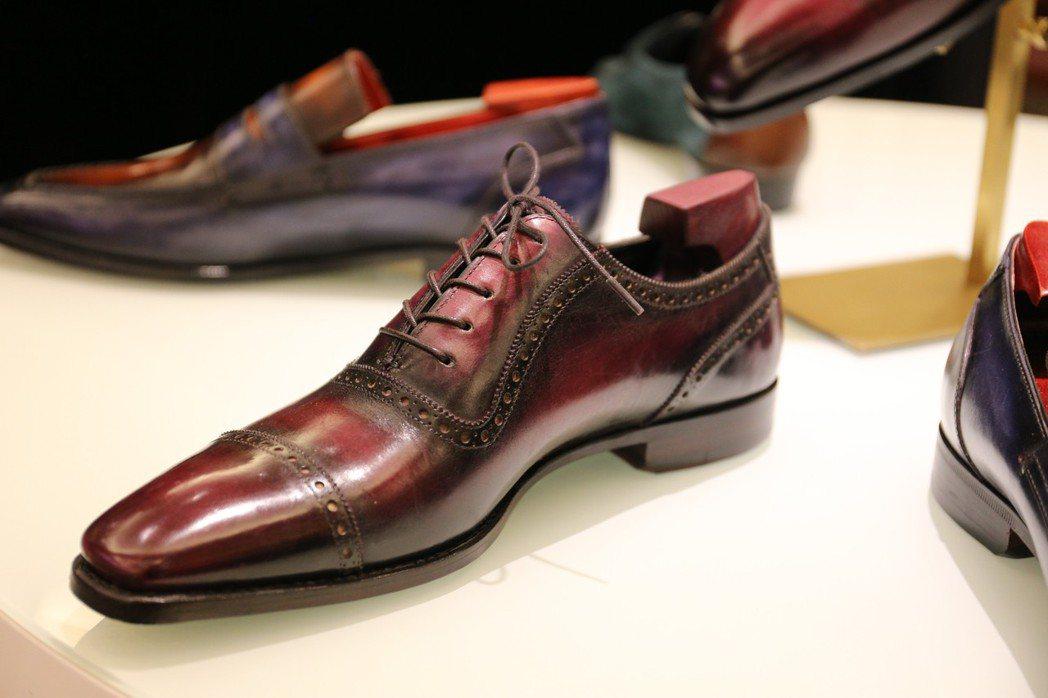 台灣精品鞋履品牌Graziat,現場展示紳士鞋履皮革染色的過程。 攝影/張世雅