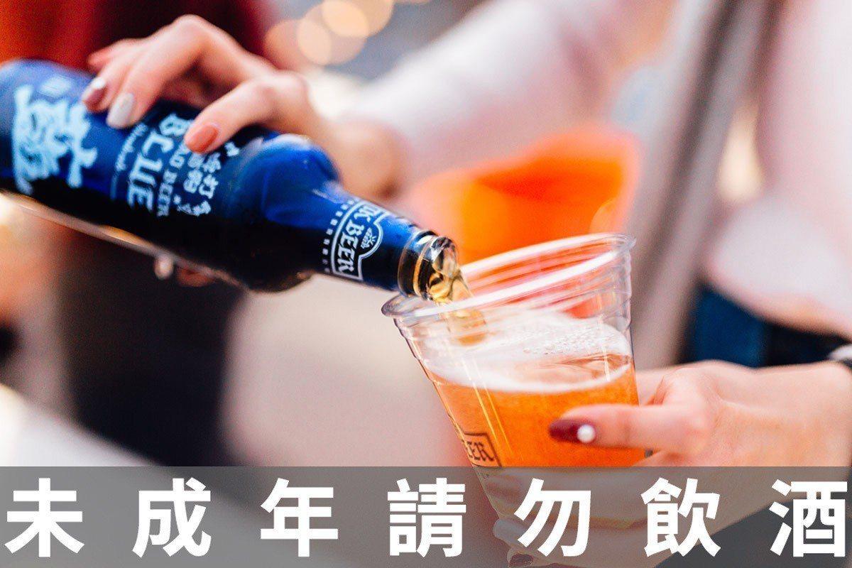 含在電影票中的沁涼啤酒超享受。 ※ 提醒您:禁止酒駕 飲酒過量有礙健康