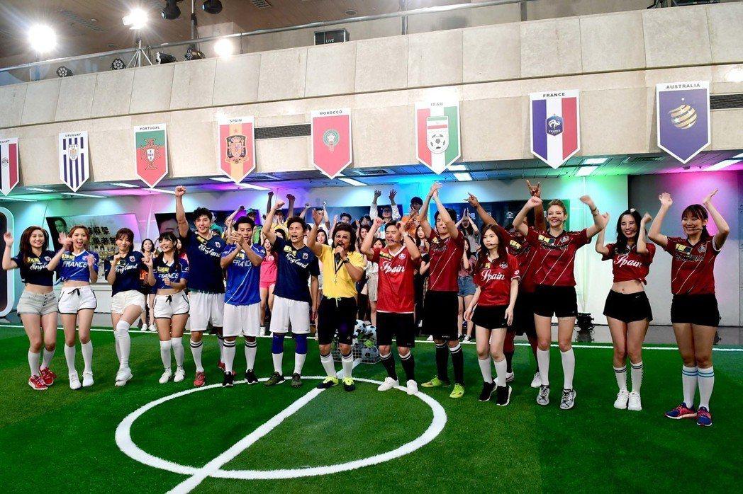 全台瘋世足,張菲也帶著藝人一起踢足球。圖/華視提供