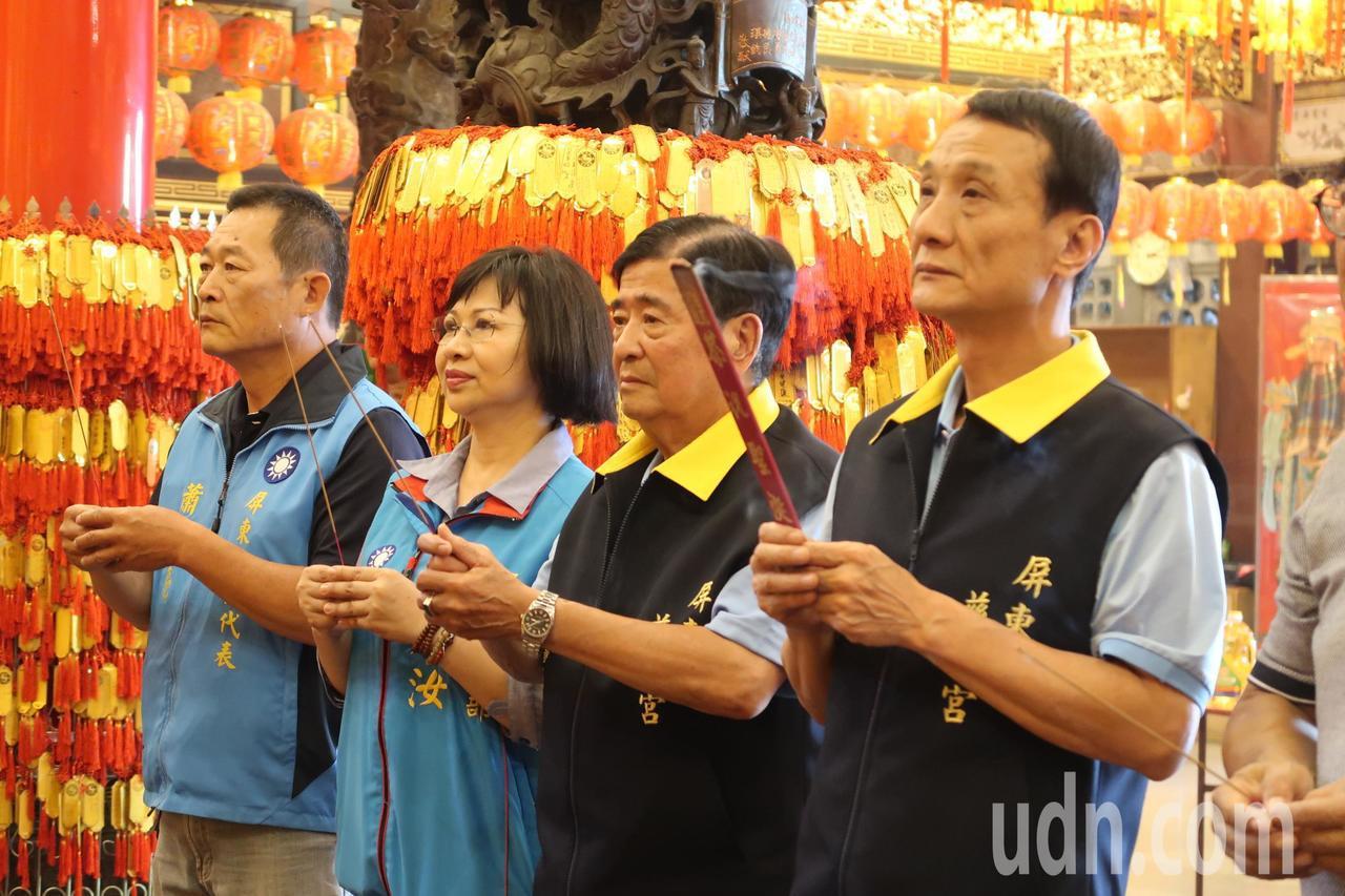 屏東市代會主席林恊松(右一)宣布參選屏東市長。記者翁禎霞/攝影